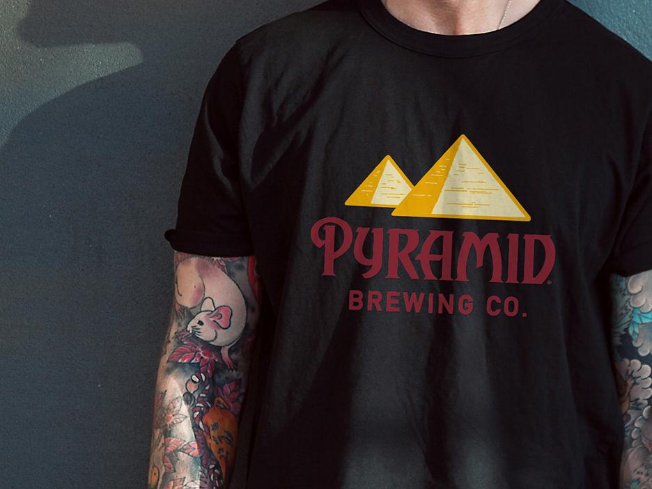 Pyramid-shirt